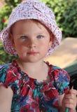 Flicka i trädgården Royaltyfria Bilder