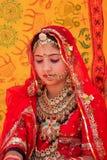 Flicka i traditionellt klänningdeltagande i ökenfestivalen, Jaisal Arkivbilder