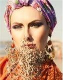 Flicka i turban arkivbilder