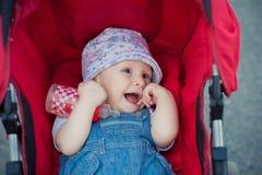 Flicka i vagnen Arkivfoto