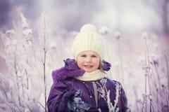 Flicka i vinter Arkivbild