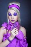 Flicka i violet Royaltyfri Bild