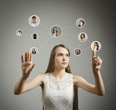 Flicka i vit bilden för nätverket 3d framförde samkväm Arkivbilder