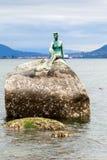 Flicka i Wetsuitstaty på Stanley Park, Vancouver Arkivfoto