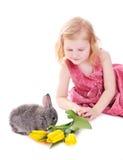 flicka isolerad kaninwhite Arkivfoto