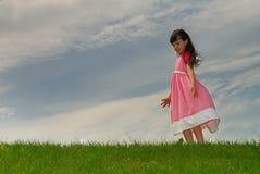 flicka little äng Arkivbilder