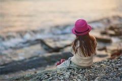 flicka little hav Arkivbild