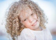 flicka little le för stående Arkivfoton