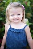 flicka little leende Arkivfoton