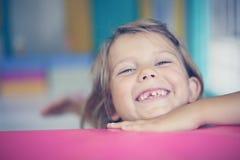 flicka little lekplats Royaltyfri Fotografi