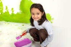 flicka little målning Arkivfoton