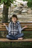 flicka little meditation Royaltyfri Bild