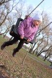 flicka little mitt- swing Royaltyfri Fotografi