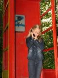 flicka little mobil telefon Royaltyfri Fotografi