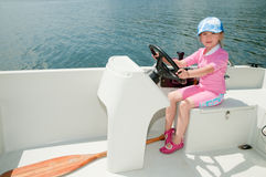 flicka little motorboat fotografering för bildbyråer