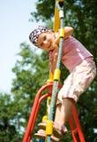 flicka little nätt utomhus- lekplats Arkivfoton