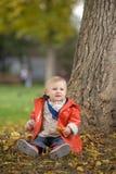 flicka little park royaltyfria bilder
