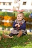 flicka little park royaltyfria foton