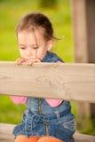 flicka little park Arkivfoton