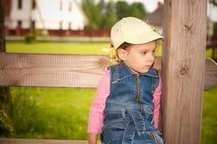 flicka little park Royaltyfri Foto