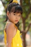 flicka little rubbning royaltyfri bild