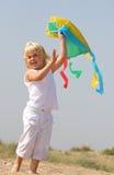 flicka little sjösida Royaltyfri Bild