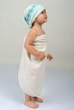 flicka little slågen in handduk Royaltyfri Bild