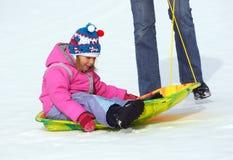 flicka little sled royaltyfri fotografi