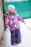 flicka little snow Arkivfoto