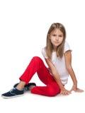 flicka little som är allvarlig arkivfoton