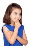 flicka little som är eftertänksam Royaltyfri Bild