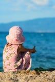flicka little som är fundersam Royaltyfri Foto