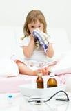flicka little som är sjuk Fotografering för Bildbyråer