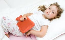 flicka little som är sjuk Arkivfoto