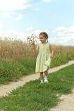 flicka little som kör Royaltyfria Bilder