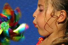 flicka little som leker Royaltyfri Bild