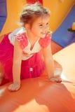 flicka little som leker Arkivbilder