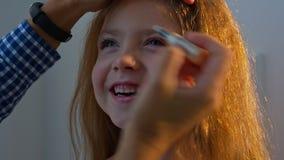 flicka little som ler Närbild lager videofilmer