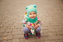 flicka little som poserar Royaltyfri Bild