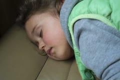 flicka little som sovar royaltyfri fotografi