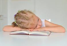flicka little som sovar Arkivfoto