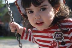 flicka little som sväng arkivbilder