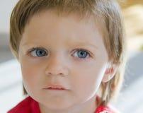 flicka little som tänker Fotografering för Bildbyråer