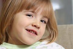 flicka little stående Arkivbild