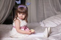 flicka little stående Royaltyfria Bilder
