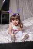 flicka little stående Arkivfoton