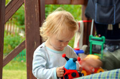 flicka little toy Royaltyfri Bild