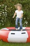 flicka little trampoline Arkivbild