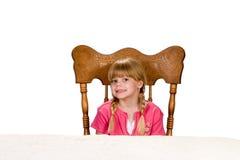 flicka little vänta för tabell royaltyfria bilder