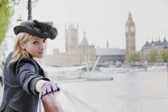 flicka london royaltyfri bild